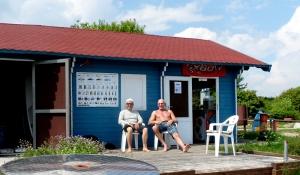 Chris und Peter vorm Surfgebäude (Kopie)